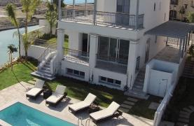 Luxurious 3 Bedroom Villa in an Exclusive development by the Sea - 24