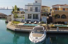 Luxurious 3 Bedroom Villa in an Exclusive Development by the Sea - 27