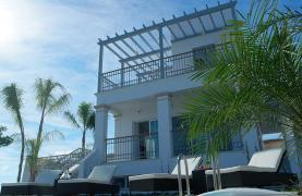 Luxurious 3 Bedroom Villa in an Exclusive Development by the Sea - 25