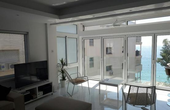 Modern 3 Bedroom Apartment by the Sea in the Tourist Area