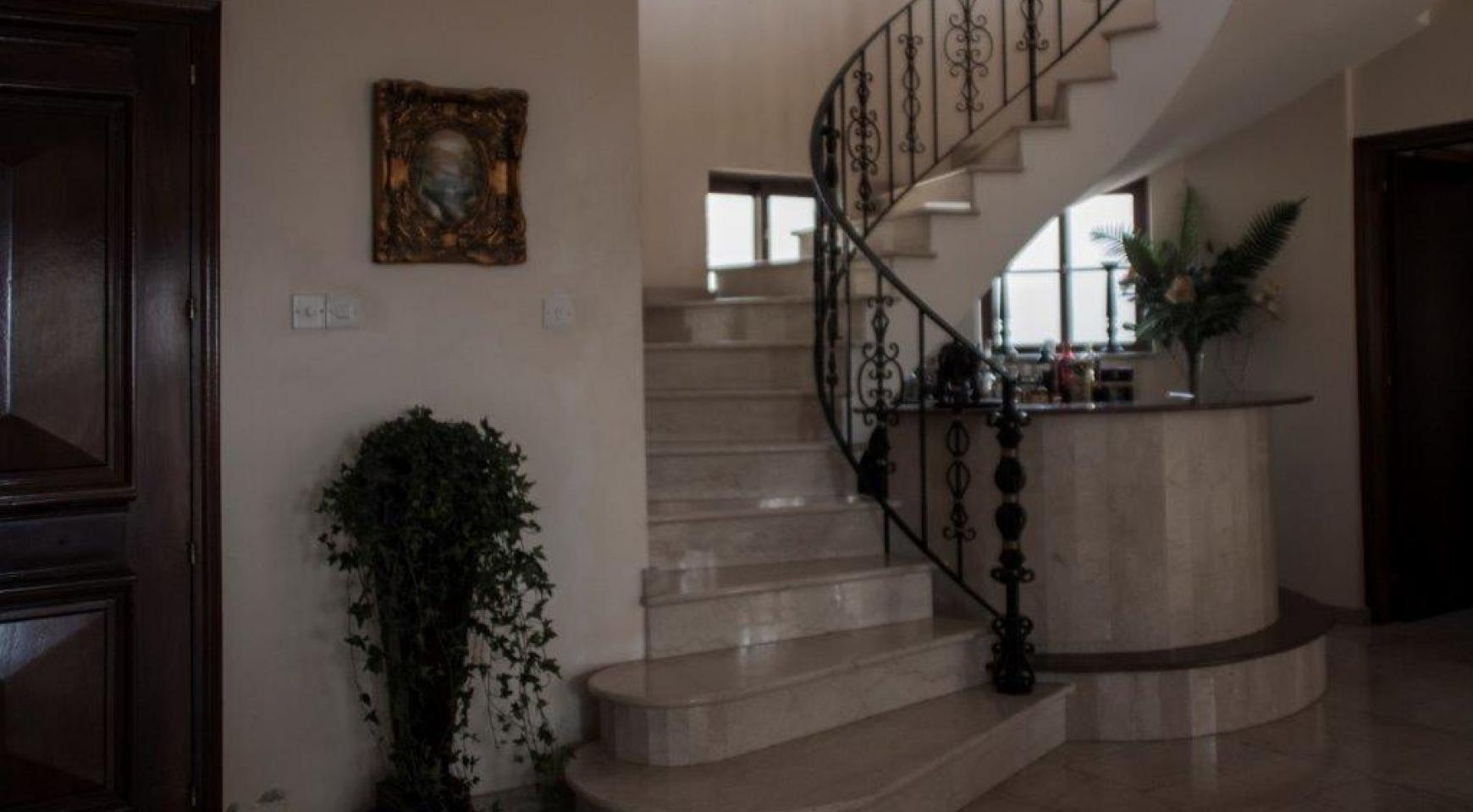 Classic Style 4 Bedroom Villa with Sea Views in Mesovounia Area - 9