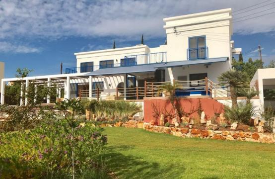 5 Bedroom Villa with Sea Views in Agios Tychonas Area