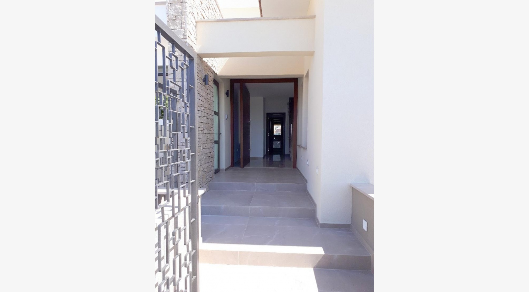New Luxurious 4 Bedroom Villa With Sea Views in Messovounia - 9