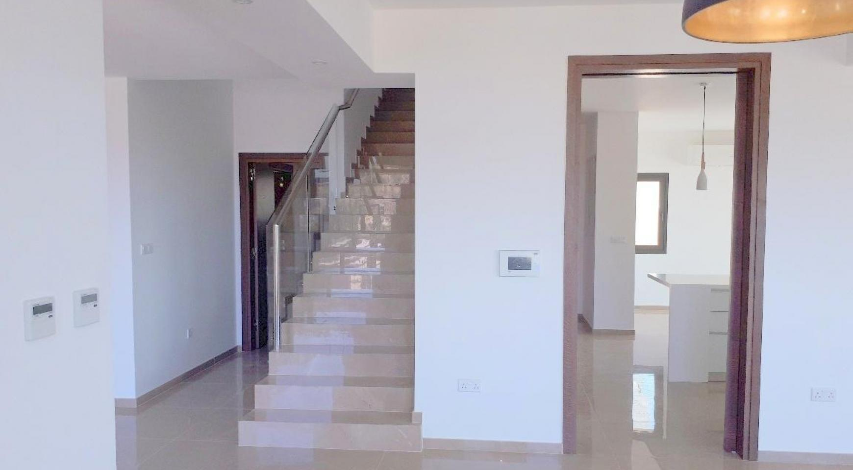 New Luxurious 4 Bedroom Villa With Sea Views in Messovounia - 7