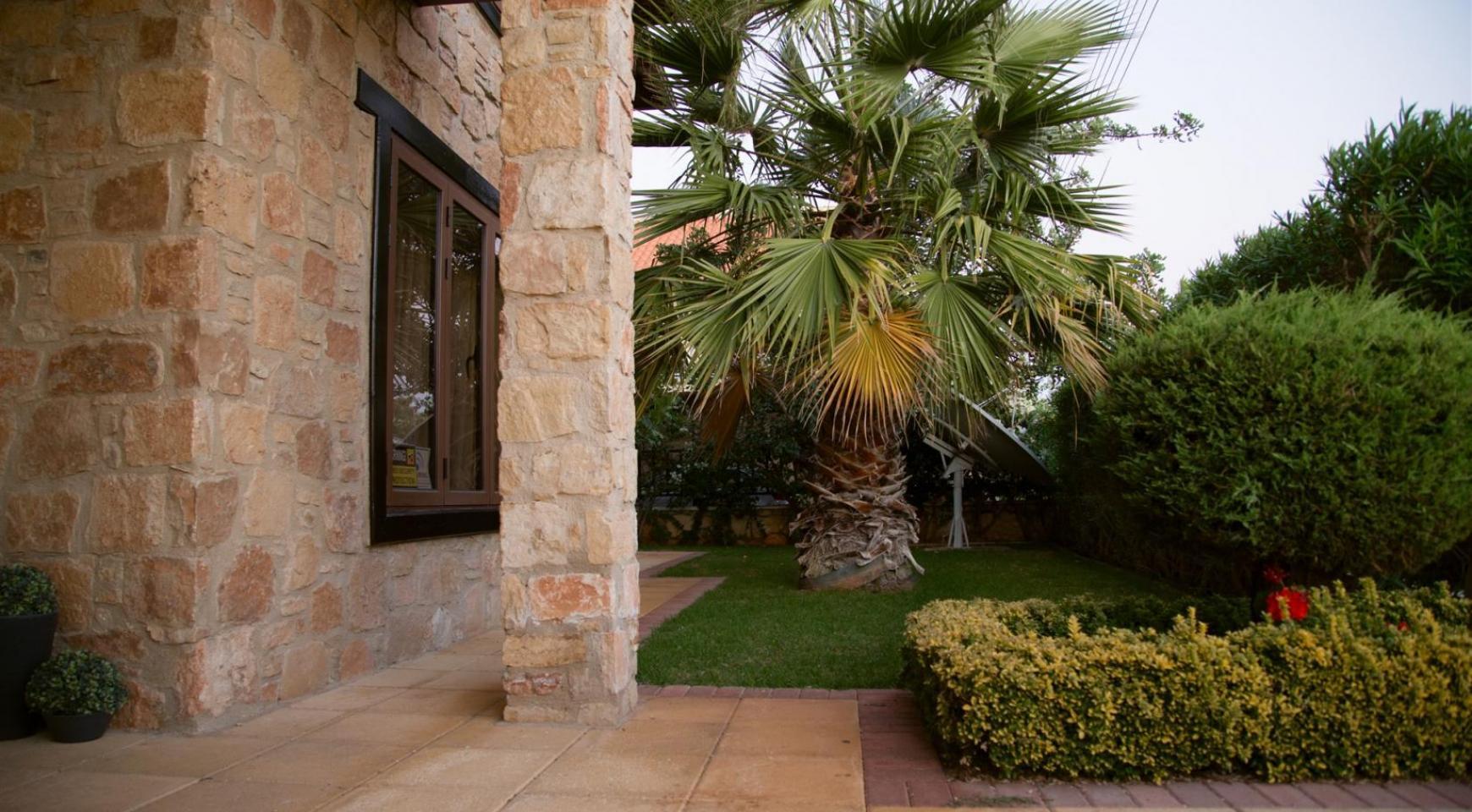 Nice 4 Bedroom Villa in Souni  - 1