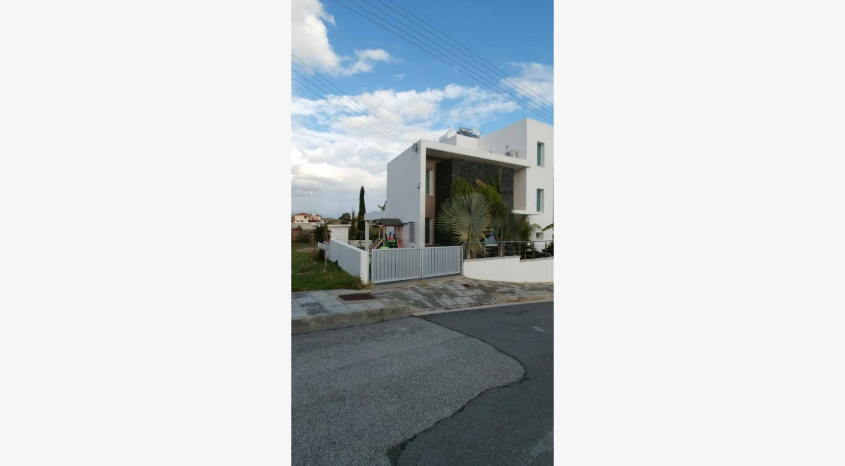 Modern 4 Bedroom semi-Detached House in Episkopi - 9