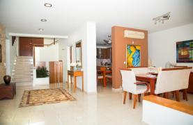 Modern Luxury 4 Bedroom Villa in Sfalagiotisa, Agios Athanasios - 52