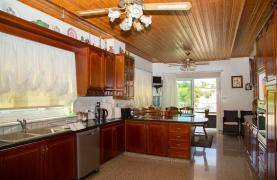 Spacious 4 Bedroom Villa in Germasogeia - 42