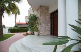 Spacious 4 Bedroom Villa in Germasogeia - 28