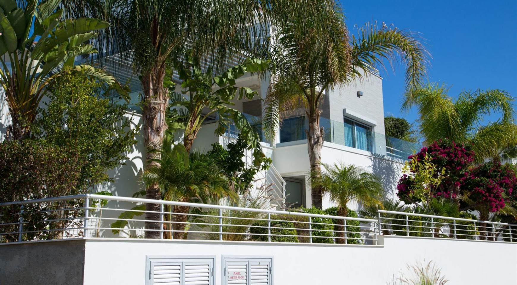Contemporary 3 Bedroom Villa with Breathtaking Sea views in Agios Tychonas - 1