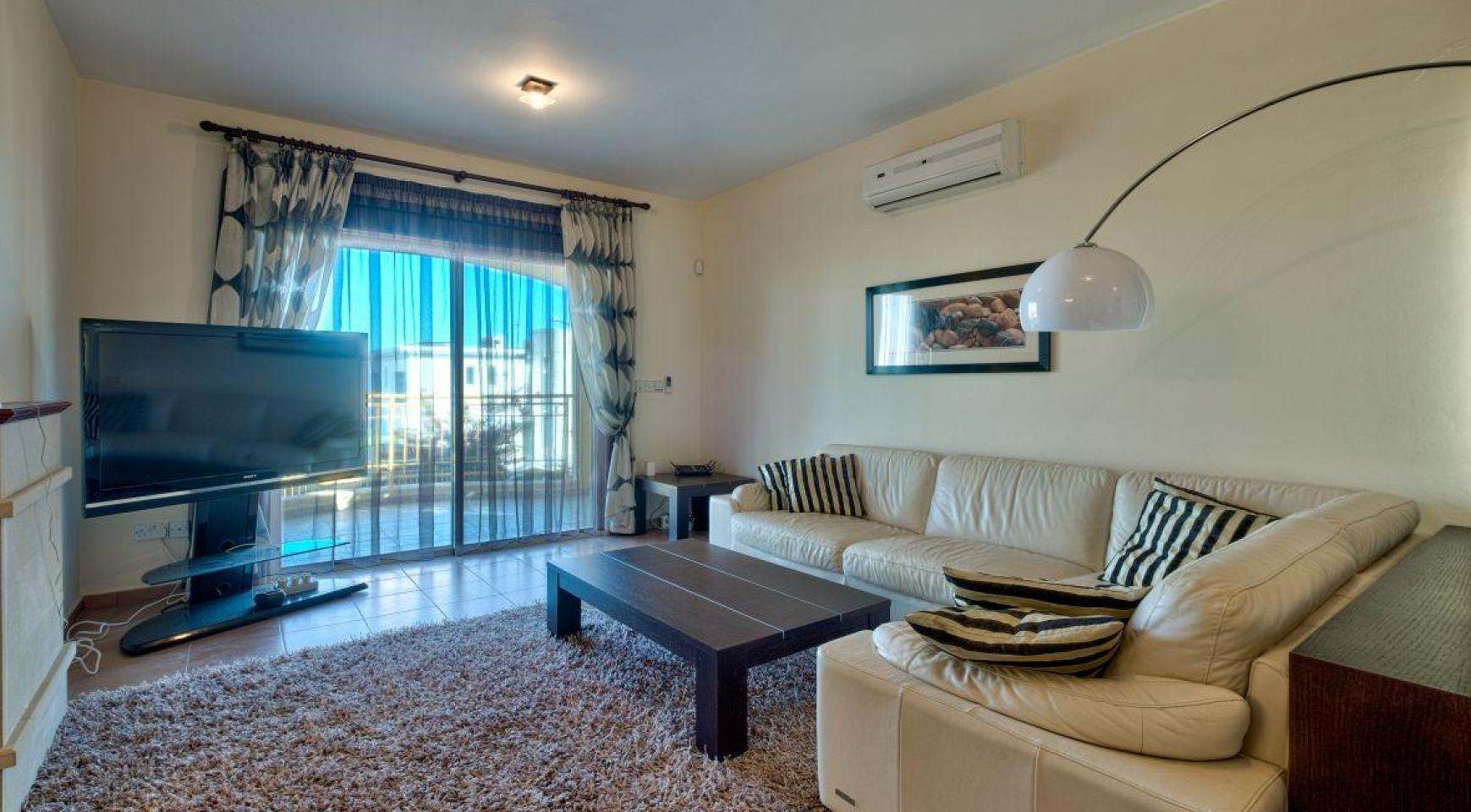 Cozy 4 Bedroom Villa with Amazing Sea and City Views in Germasogeia - 12