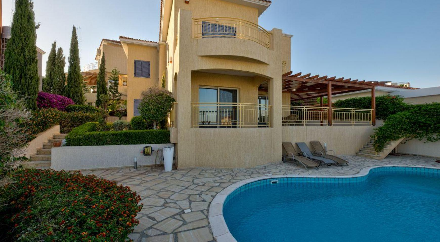 Cozy 4 Bedroom Villa with Amazing Sea and City Views in Germasogeia - 2