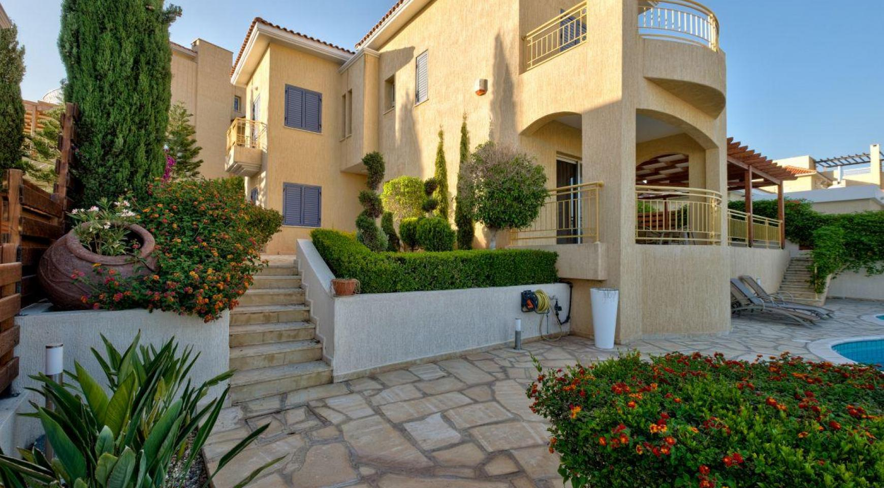 Cozy 4 Bedroom Villa with Amazing Sea and City Views in Germasogeia - 6