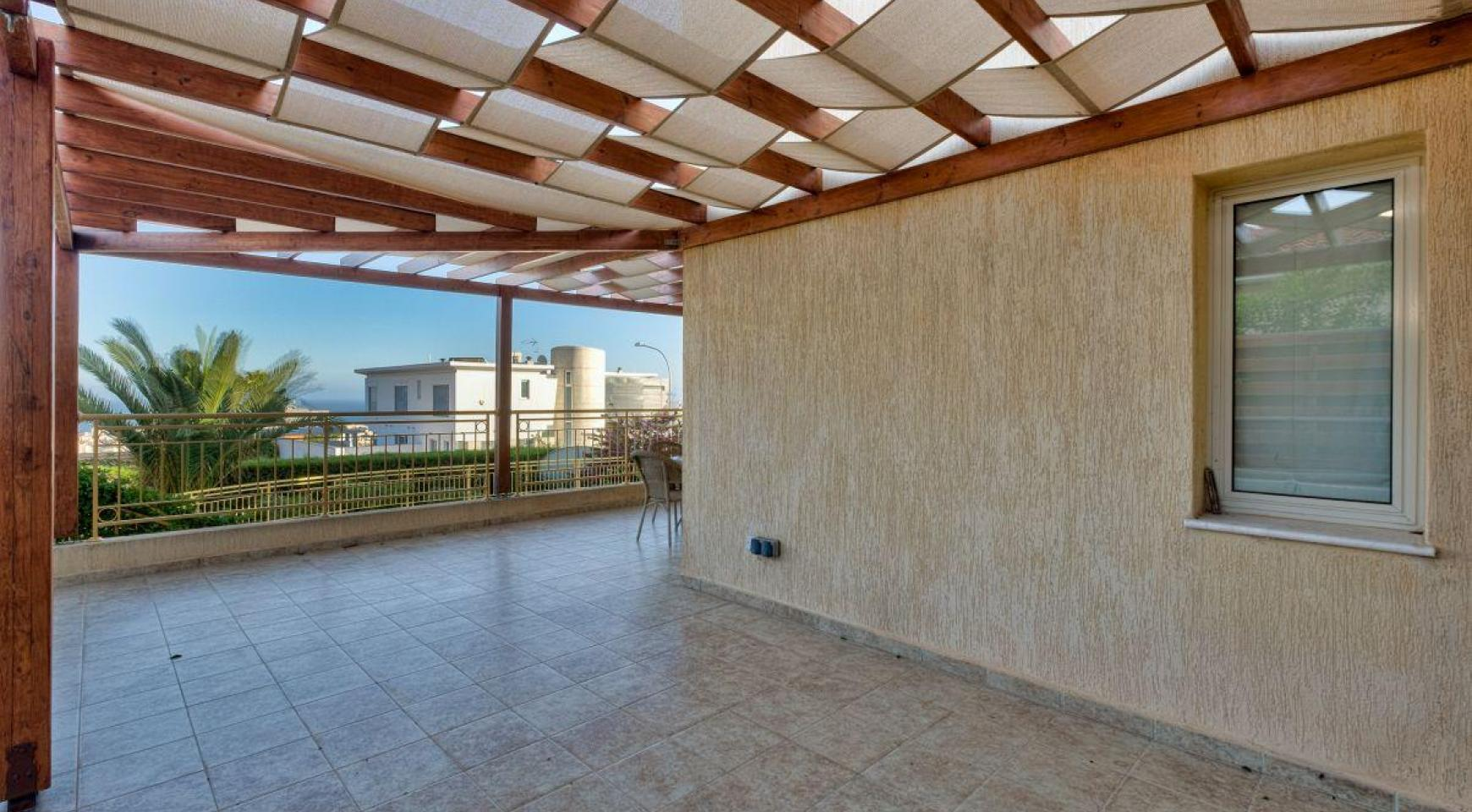 Cozy 4 Bedroom Villa with Amazing Sea and City Views in Germasogeia - 5
