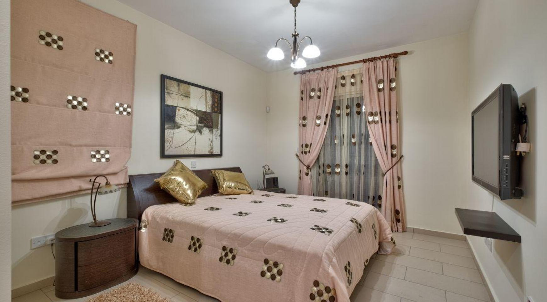 Cozy 4 Bedroom Villa with Amazing Sea and City Views in Germasogeia - 17