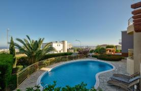 Cozy 4 Bedroom Villa with Amazing Sea and City Views in Germasogeia - 21