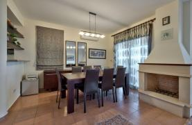 Cozy 4 Bedroom Villa with Amazing Sea and City Views in Germasogeia - 31