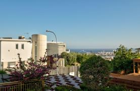 Cozy 4 Bedroom Villa with Amazing Sea and City Views in Germasogeia - 27
