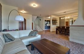 Cozy 4 Bedroom Villa with Amazing Sea and City Views in Germasogeia - 32