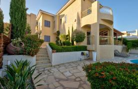 Cozy 4 Bedroom Villa with Amazing Sea and City Views in Germasogeia - 24