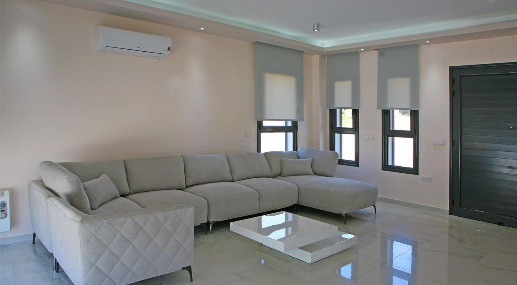 New Contemporary 3 Bedroom House in Central Location - 8