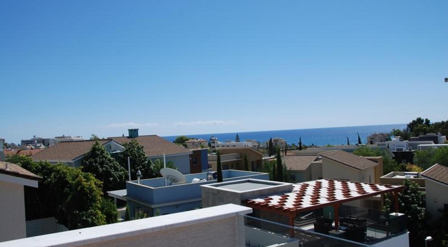 Luxurious 4 Bedroom Villa in a Prestigious Complex near the Sea - 3