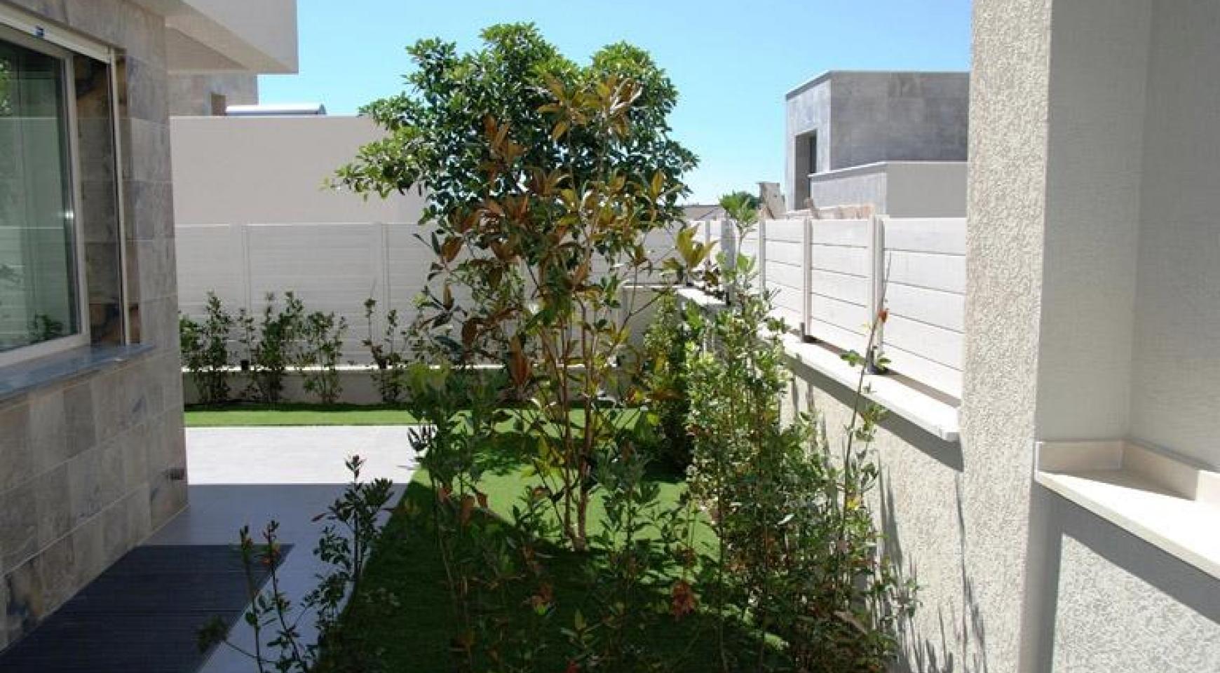 Luxurious 4 Bedroom Villa in a Prestigious Complex near the Sea - 5