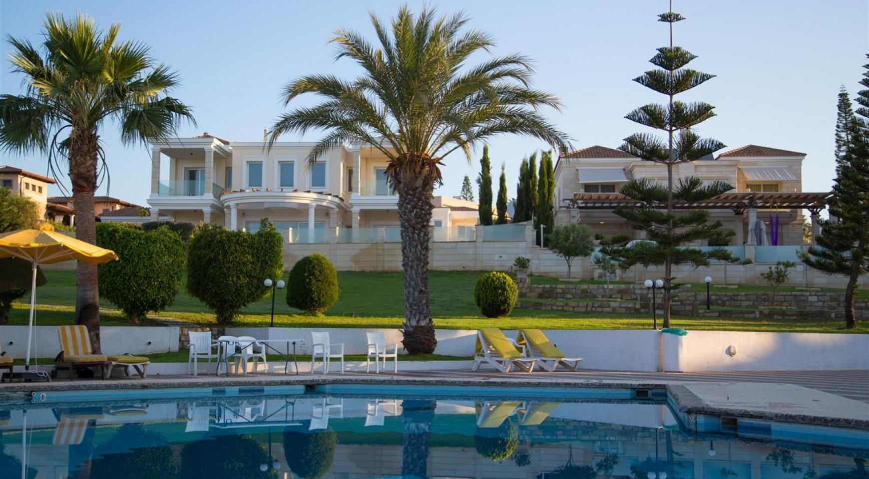 Luxury 3 Bedroom Apartment Thera Complex by the Sea - 1