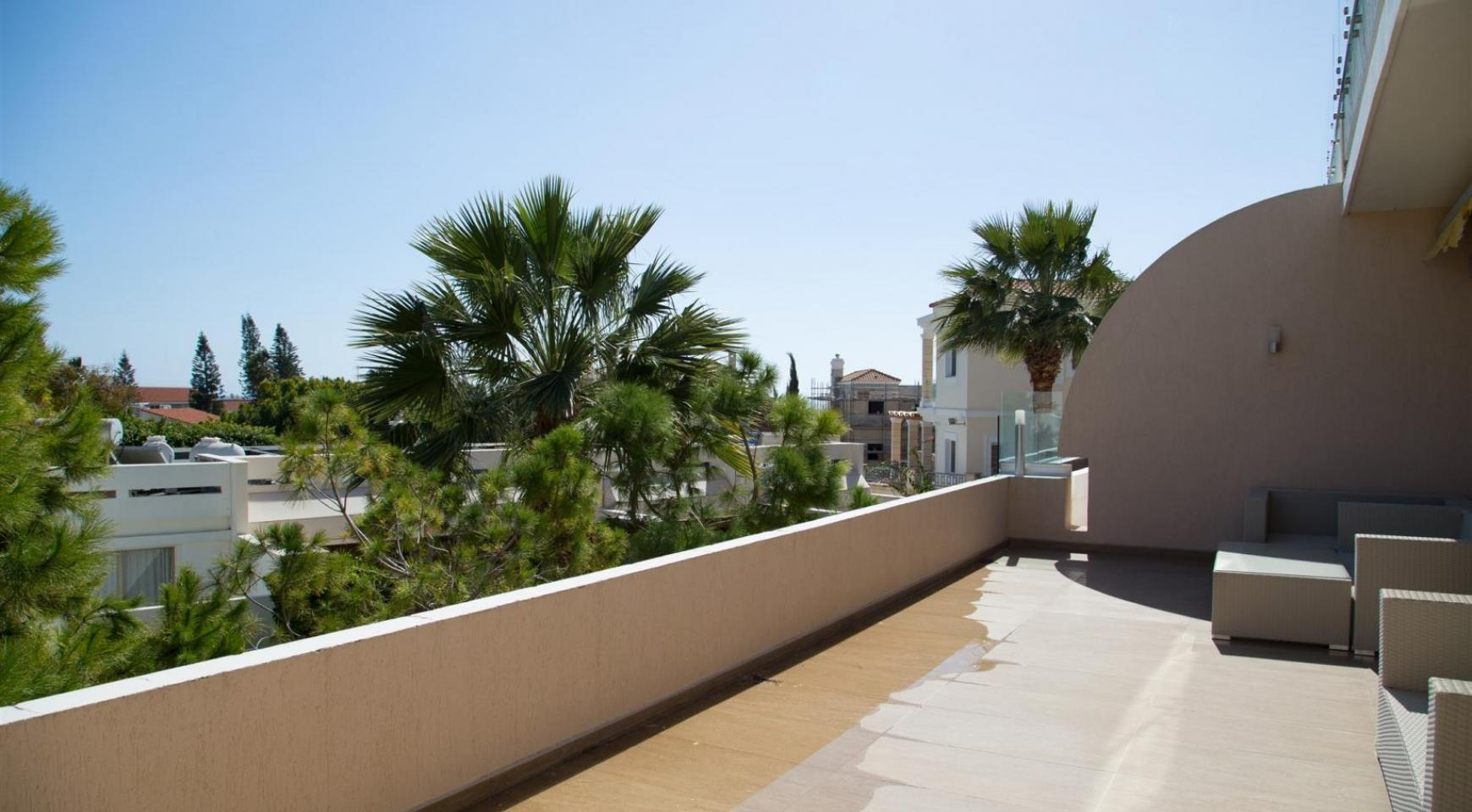 Luxury 3 Bedroom Apartment Thera Complex by the Sea - 29