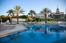 Luxury 3 Bedroom Apartment Thera Complex by the Sea - 39