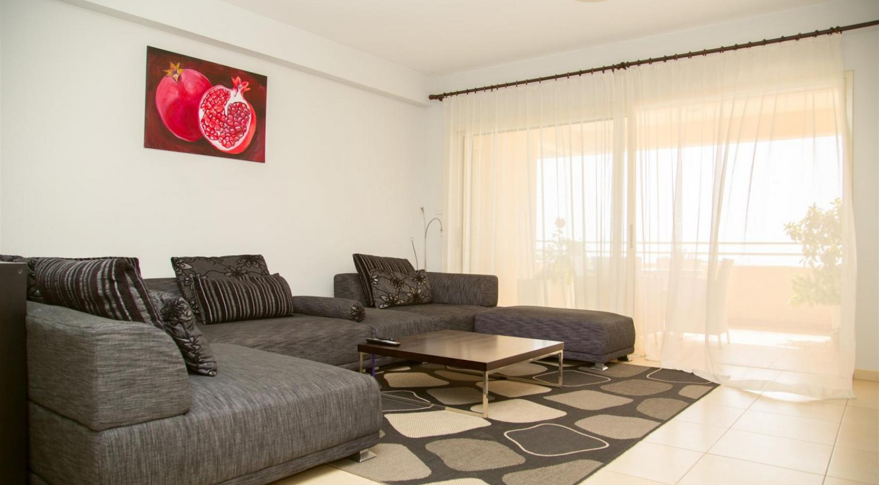 Spacious 3 Bedroom Apartment with Sea Views - 4