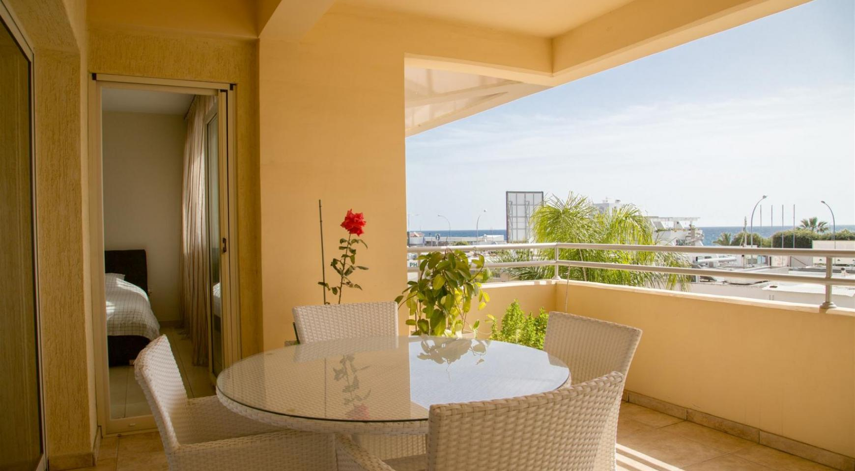 Spacious 3 Bedroom Apartment with Sea Views - 2