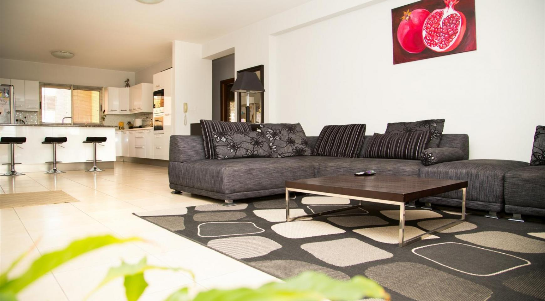 Spacious 3 Bedroom Apartment with Sea Views - 1