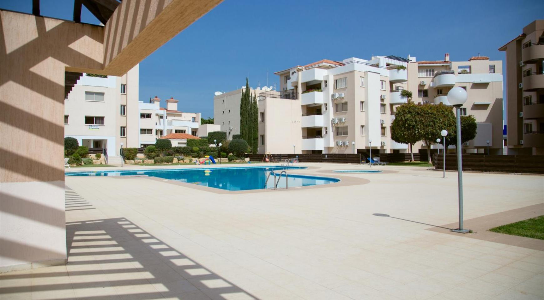 Spacious 3 Bedroom Apartment with Sea Views - 17
