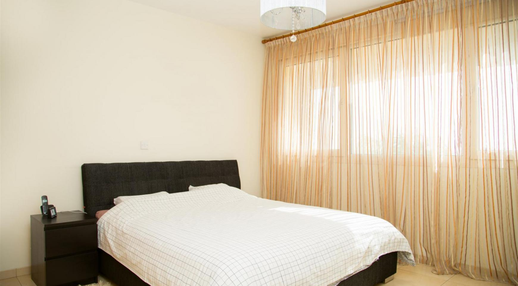 Spacious 3 Bedroom Apartment with Sea Views - 12