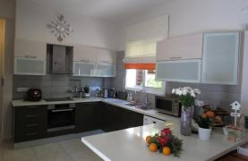 Spacious 4 Bedroom House in Moutagiaka Area - 16