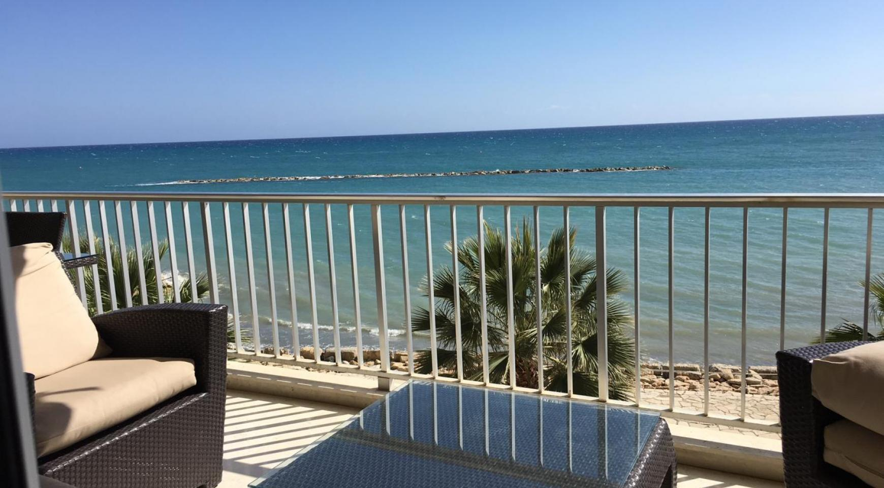 Luxury 3 Bedroom Apartment on the Seafront - 2