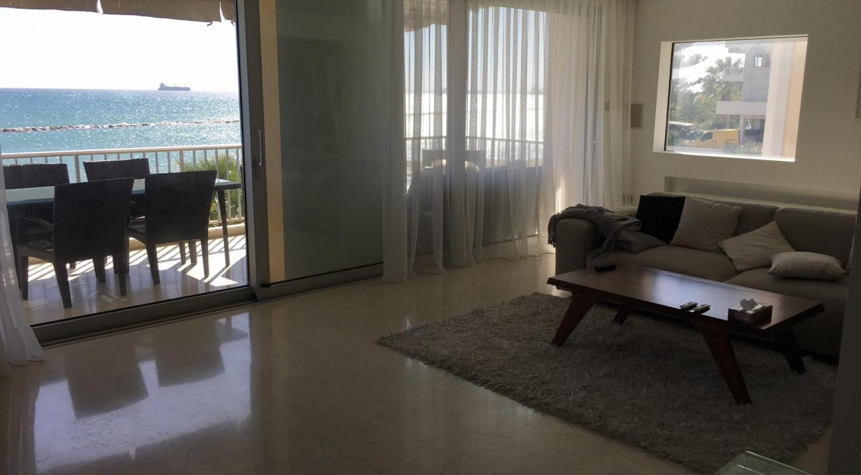 Luxury 3 Bedroom Apartment on the Seafront - 4