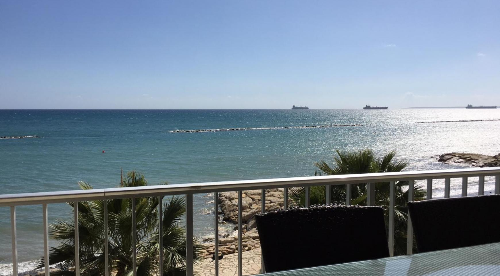 Luxury 3 Bedroom Apartment on the Seafront - 1
