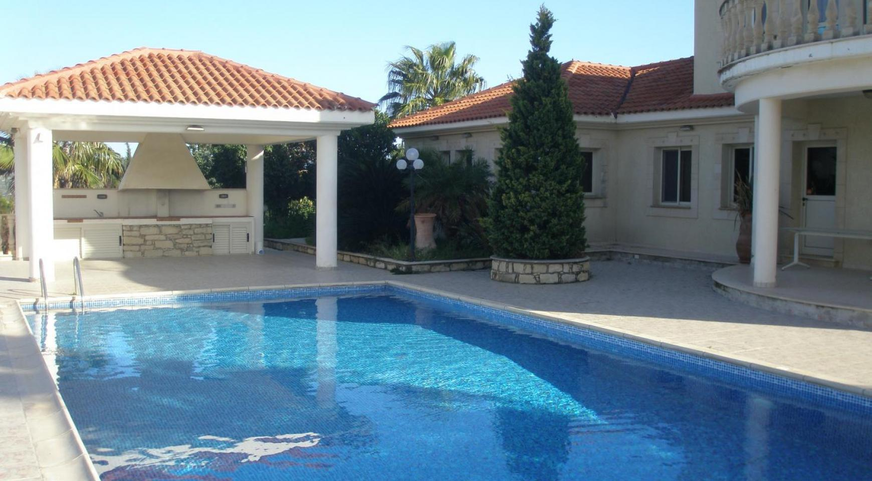 Spacious 5 Bedroom Villa with Magnificent Views in Pyrgos  - 2