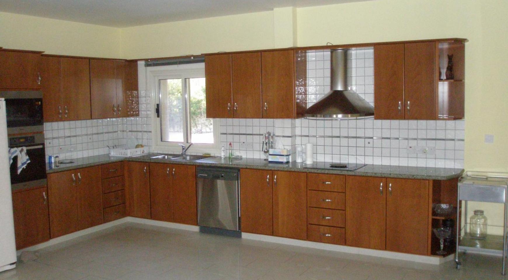 Spacious 5 Bedroom Villa with Magnificent Views in Pyrgos  - 16
