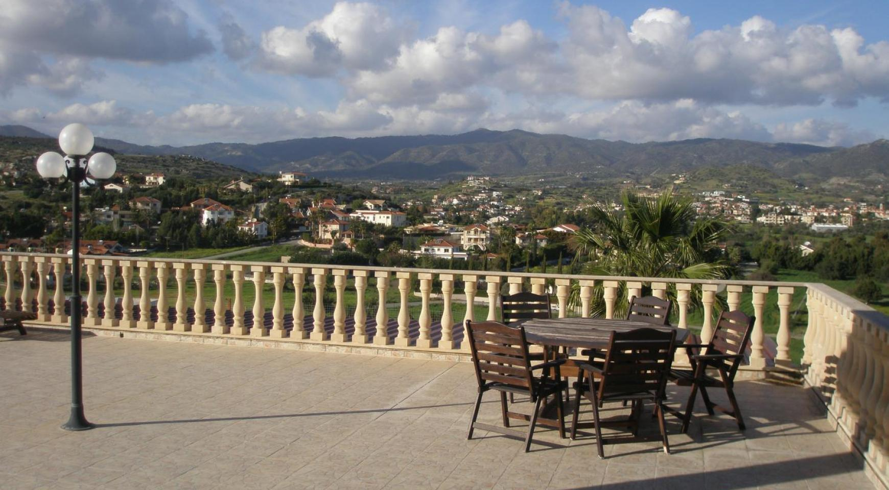 Spacious 5 Bedroom Villa with Magnificent Views in Pyrgos  - 11