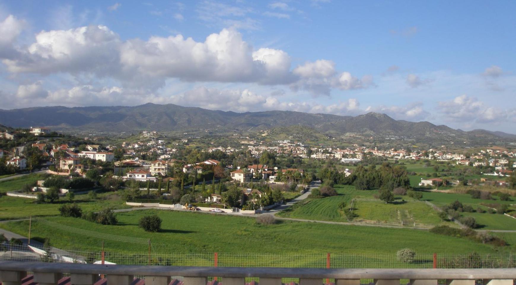 Spacious 5 Bedroom Villa with Magnificent Views in Pyrgos  - 9