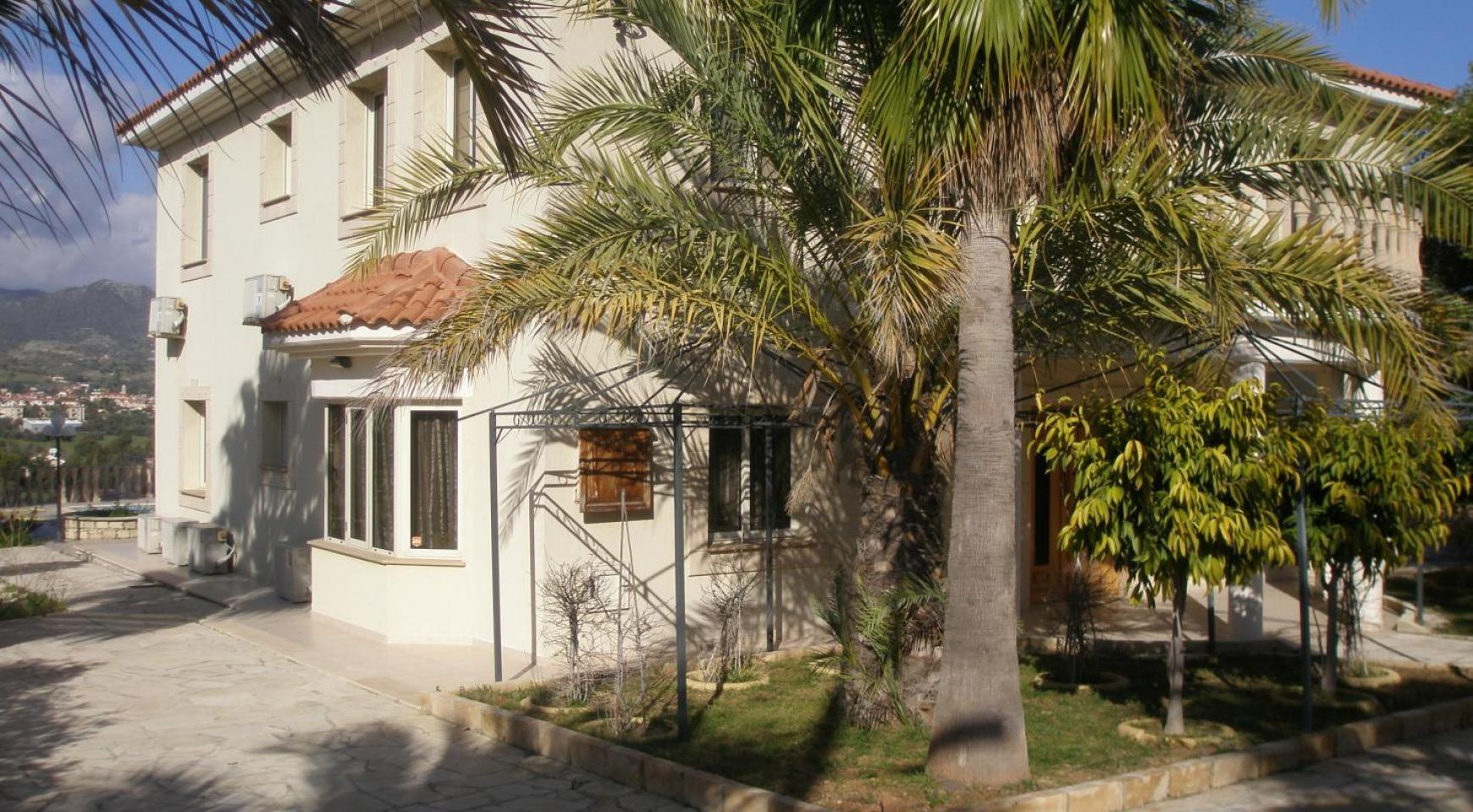 Spacious 5 Bedroom Villa with Magnificent Views in Pyrgos  - 4
