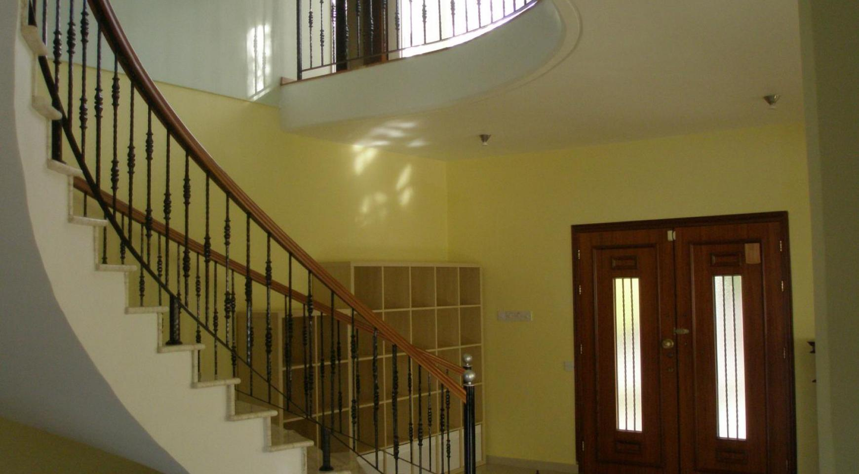 Spacious 5 Bedroom Villa with Magnificent Views in Pyrgos  - 19