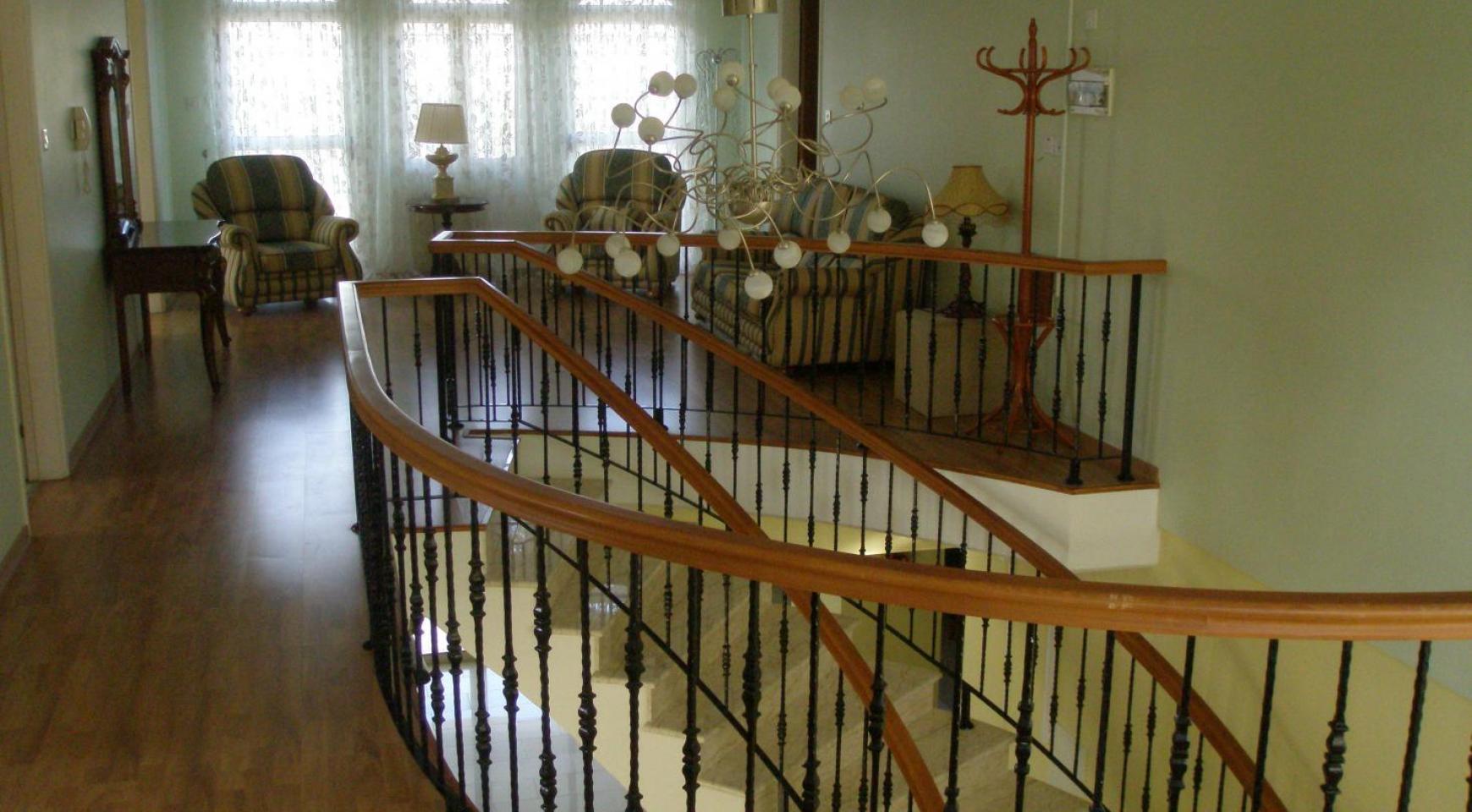 Spacious 5 Bedroom Villa with Magnificent Views in Pyrgos  - 20