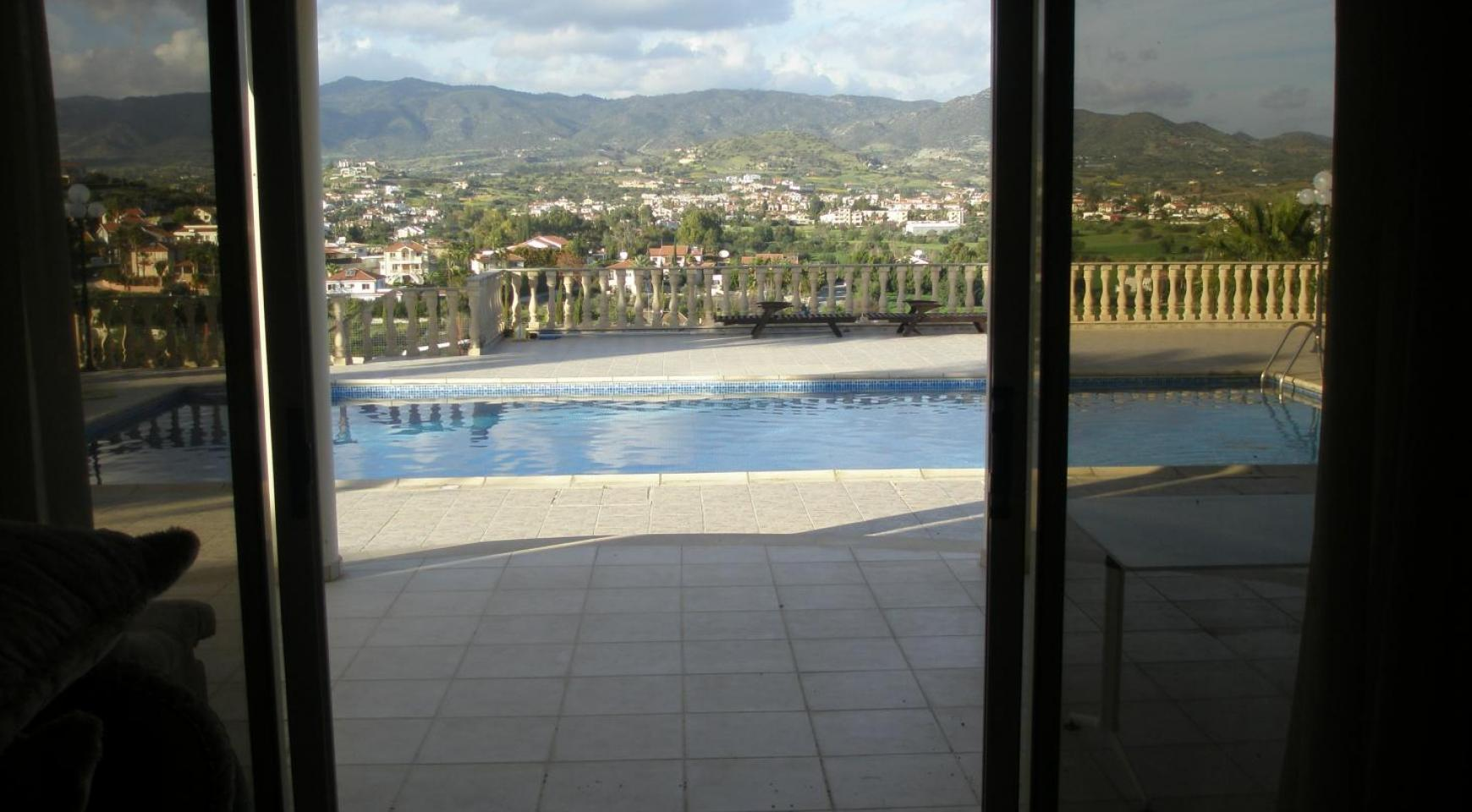 Spacious 5 Bedroom Villa with Magnificent Views in Pyrgos  - 13