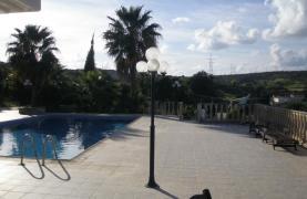 Spacious 5 Bedroom Villa with Magnificent Views in Pyrgos  - 39