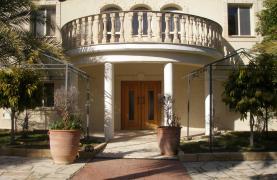 Spacious 5 Bedroom Villa with Magnificent Views in Pyrgos  - 37