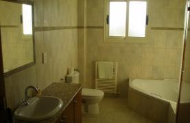 Spacious 5 Bedroom Villa with Magnificent Views in Pyrgos  - 59